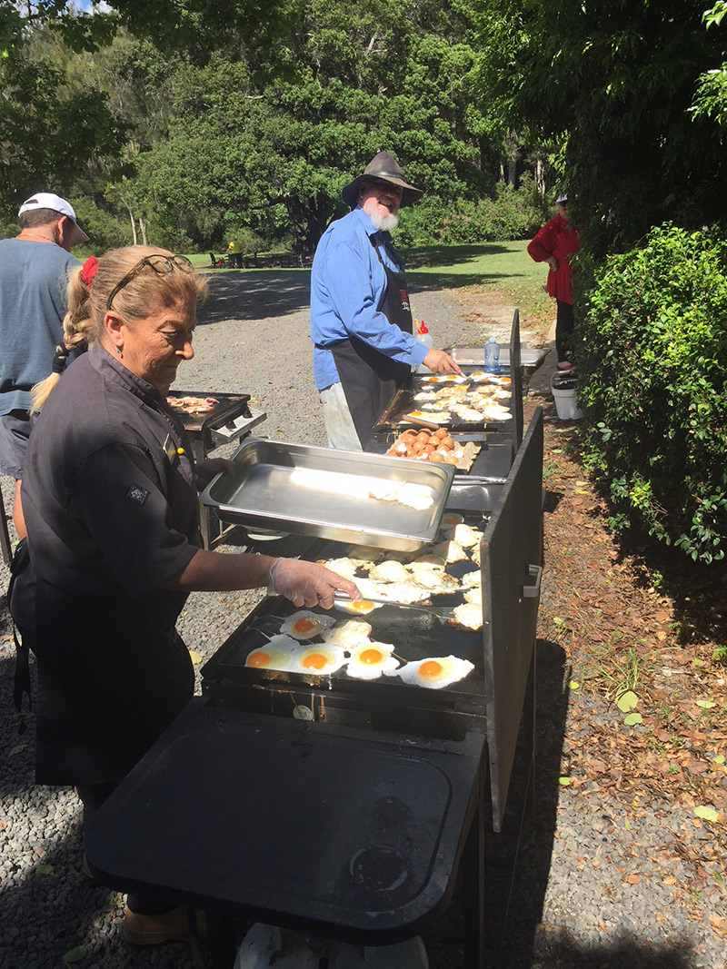 O'Reilly's Canungra Valley Vineyards: Summer Insights - Peter Mark and Paula assisting with breakfast